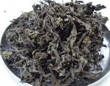 กระดังงา (ดอก) สรรพคุณ สมุนไพร สรรพคุณ ตำรายาไทย: น้ำมันดอกกระดังงา (ylang-ylang oil อิลาง-อิลาง) ใช้ปรุงน้ำหอม น้ำอบ ผสมยาหอม เครื่องสำอาง หรือยาอื่นๆ ใช้กลีบดอกลนไฟใช้อบน้ำให้หอม (น้ำดอกไม้) สำหรับใช้เป็นกระสายยา ดอกกระดังงามี มีสรรพคุณ แก้ลม ใช้ปรุงยาหอม บำรุงธาตุ บำรุงเลือด แก้อ่อนเพลีย ชูกำลัง แก้กระหายน้ำ ลดความดันโลหิต บำรุงหัวใจ แก้วิงเวียนศีรษะ แก้ไข้เนื่องจากโลหิตเป็นพิษ ดอกนำมาทอดกับน้ำมันมะพร้าวทำน้ำมันใส่ผม            ดอกกระดังงาจัดอยู่ในเครื่องยาไทยที่เรียกว่า �พิกัดเกสรทั้ง 7 (สัตตะเกสร)� คือจำกัดจำนวนเกสรดอกไม้ 7 อย่าง มี เกสรบัวหลวง ดอกพิกุล ดอกสารภี ดอกบุนนาค ดอกมะลิ ดอกจำปา และดอกกระดังงา มีสรรพคุณชูกำลัง บำรุงหัวใจ แก้ไข้เพื่อเสมหะ และโลหิต แก้ไข้เพ้อกลุ้ม แก้ลมวิงเวียน แก้น้ำดี แก้ไข้ แก้ไข้เพื่อปถวีธาตุ ทำให้เจริญอาหาร แก้ร้อนใน กระหายน้ำ แก้โรคตา และจัดอยู่ใน �พิกัดเกสรทั้ง 9 (เนาวเกสร)�  มีดอกลำเจียก และดอกลำดวน เพิ่มเข้ามา มีสรรพคุณ แก้ไข้ แก้ร้อนในกระหายน้ำ แก้ลม บำรุงหัวใจ ชูกำลัง แก้อ่อนเพลีย แก้พิษโลหิต